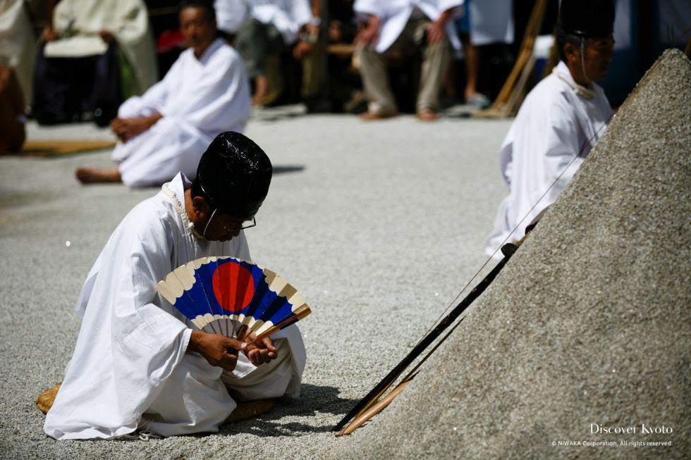 Priests perform a ritual before the tatesuna at the Chōyō no Sekku at Kamigamo Jinja.