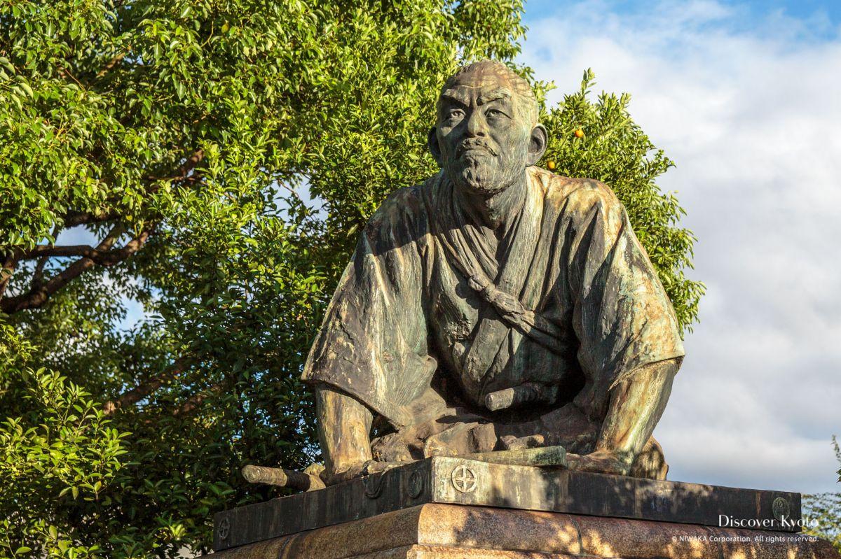 Kyoto Voice Statue Dogeza