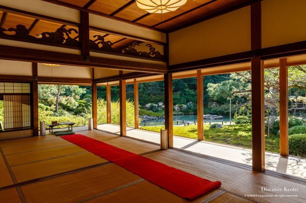 The Kachō-den hall and garden at Shōren-in temple.