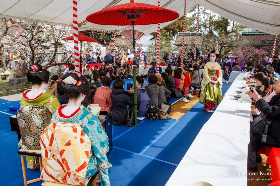Geiko, Maiko, tables and crowd during the Baikasai tea ceremony at Kitano Tenmangu shrine.