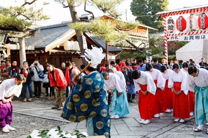 A morning speech and blessing at Tōka Ebisu at Kyoto Ebisu Shrine.