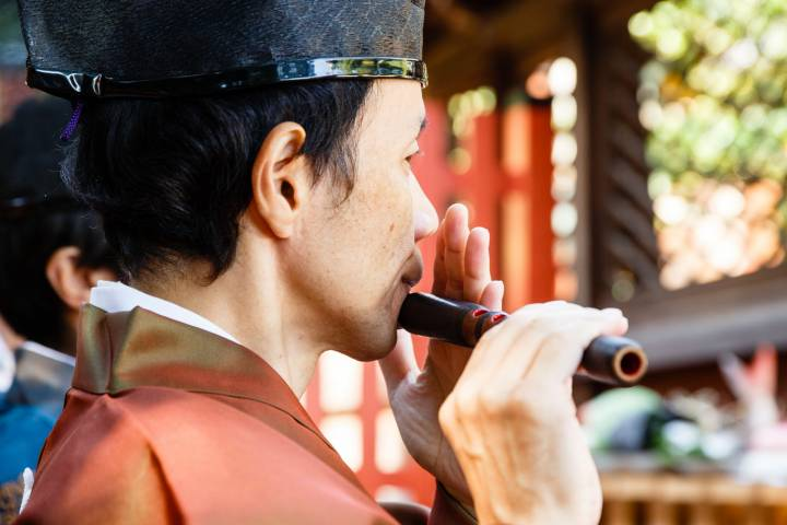 Musician plays ancient gagaku court music during the Funeoka Taisai at Kenkun shrine.