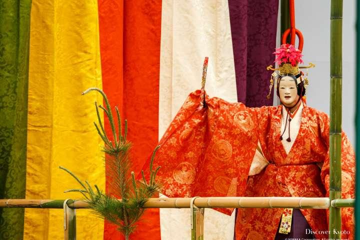 Tatsuta is performed at Takigi Nō at Heian Shrine.