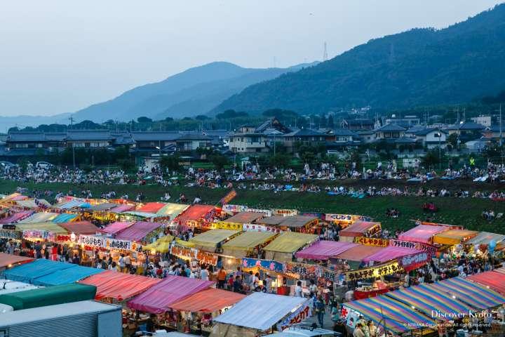 The mountain city of Kameoka is the setting for the Kameoka Heiwasai Hozugawa Fireworks Festival.