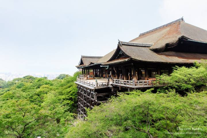 Summer view of the stage at Kiyomizu-dera.