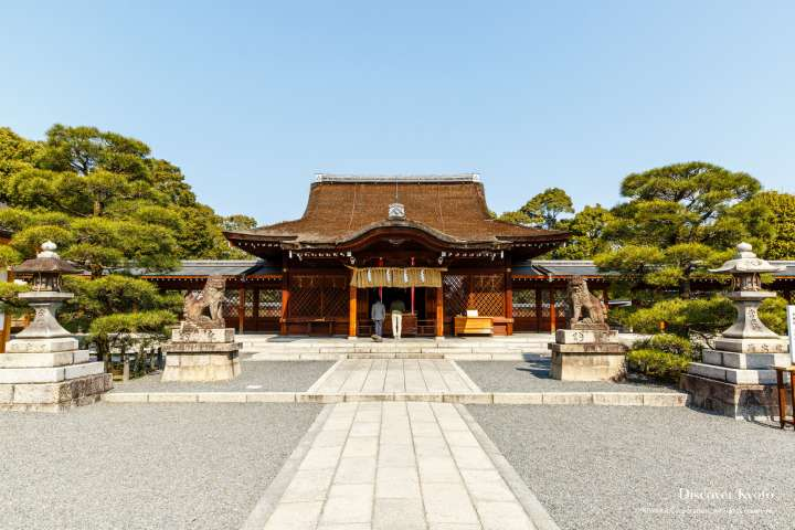 The main hall at Jōnangū shrine.