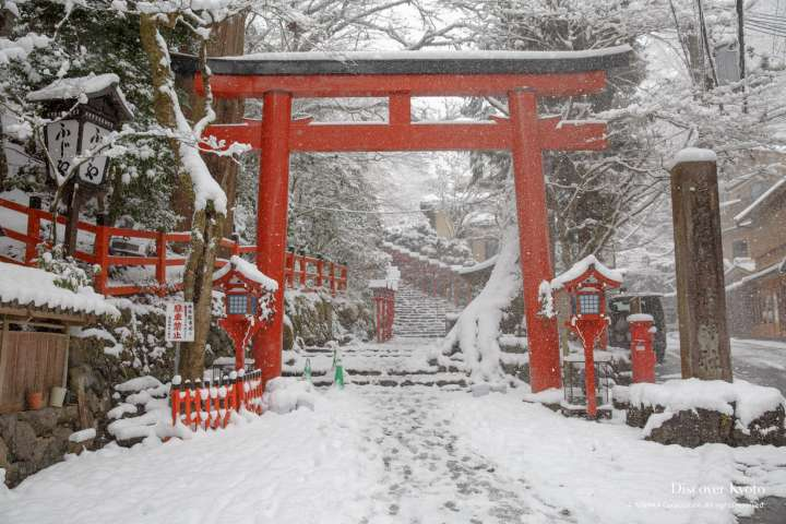 Snow on the torii gate at Kifune Shrine.