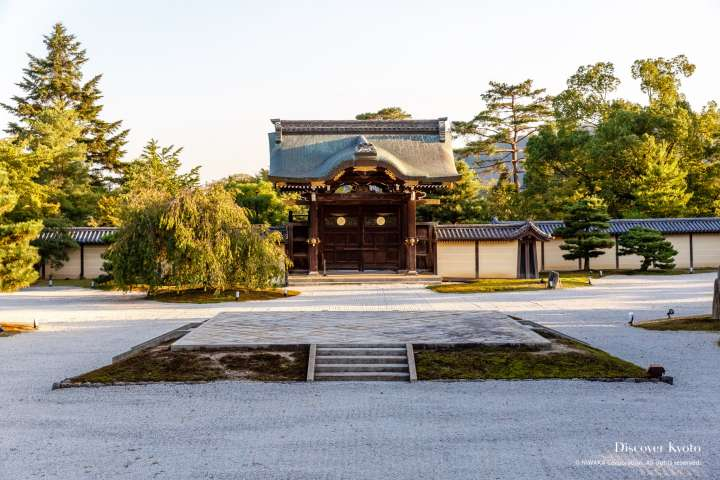 Chokushimon Gate at Daikaku-ji Temple
