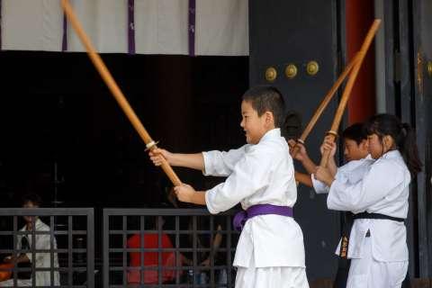 Children participating in the 2014 Yoshitsune-sai at Kurama-dera.