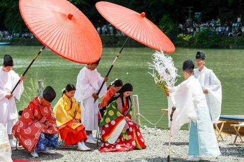 A priest purifies participants during Mifune Matsuri at Kurumazaki Jinja.