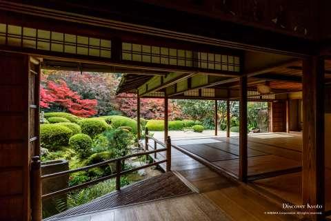 Shisen no Ma and garden at Shisen-dō temple.