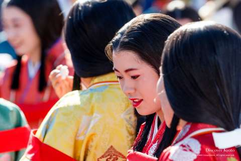 Woman in Heian period makeup and attire during the Saigū Gyōretsu at Nonomiya Shrine.