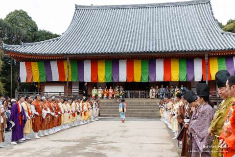 Monks and performers gather during Hōtaikō Hanami Gyōretsu at Daigo-ji.