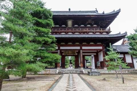 Main gate at Manpuku-ji temple.