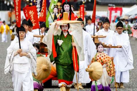 Tokiwa Gozen, mother of Minamoto no Yoshitsune, appears in the Jidai Matsuri at Heian Shrine.