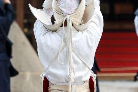 Kendō performed at the 2015 Kigen-sai at Kamigamo Shrine.