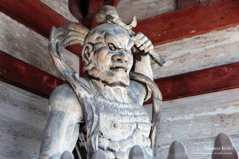 A Kongōrikishi statue enshrined in the Niōmon Gate.