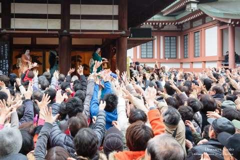Catching lucky beans at Setsubun at Kitano Tenmangū.