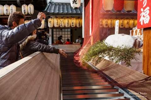 A donated tuna at the 2015 Tōka Ebisu at Kyoto Ebisu Shrine.