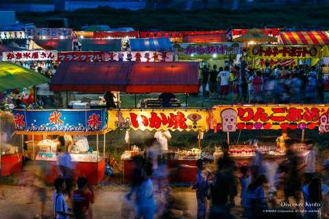 Countless visitors enjoy the Kameoka Heiwasai Hozugawa Fireworks Festival.