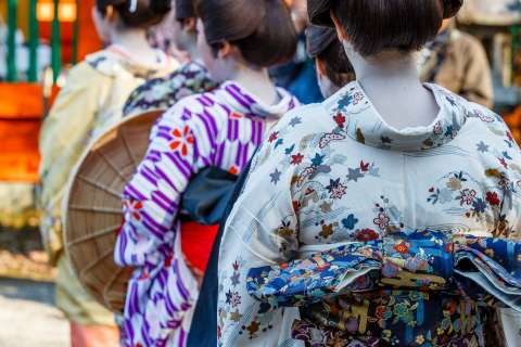 Women featured in the story of the 47 Rōnin are represented in the Yamashina Gishi Matsuri at Bishamon-dō.