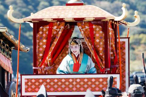 The Saigū carried in a palanquin during the Saigū Gyōretsu at Nonomiya Shrine.