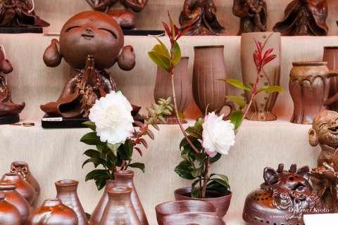 Cute pottery at the 2013 Shimai Kōbō at Tō-ji.
