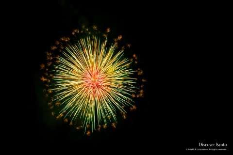 A lone firework in the sky at the Kameoka Heiwasai Hozugawa Fireworks Festival.