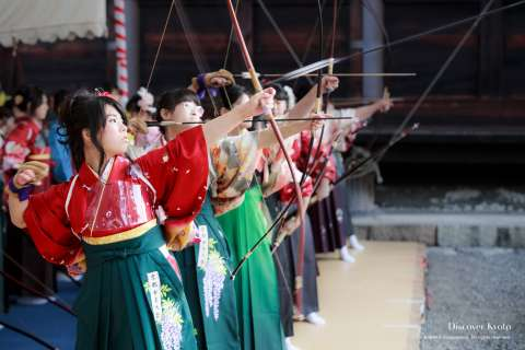 Archers compete in the Ōmato National Archery Competition at Sanjūsangen-dō.