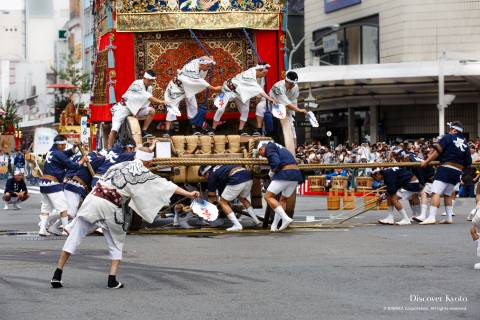 Men turning a float during the Yamaboko Junkō parade of the Gion Matsuri.