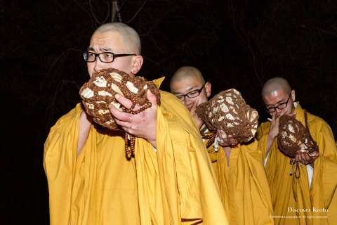 Priests use conch shells during the Hadaka Odori at Hōkai-ji.