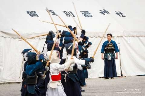 Children perform kendō during Kigen-sai at Kamigamo Shrine.