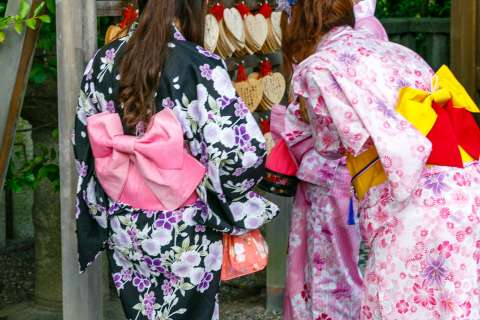 Young women dressed in yukata at Yasaka Shrine.