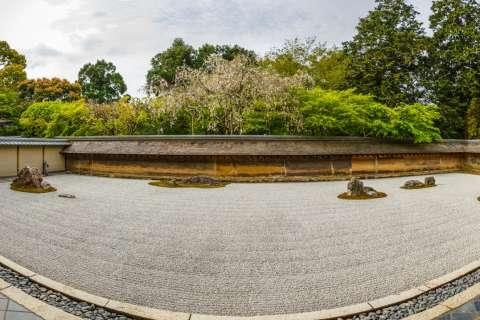 Panorama of zen rock garden at Ryōan-ji.