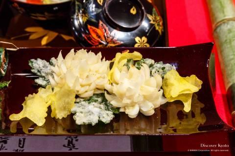 Kyo-ryori exhibition yurine lily bulb tempura chrysanthemum flowers