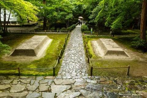 Byakusadan sand terraces at at Hōnen-in.