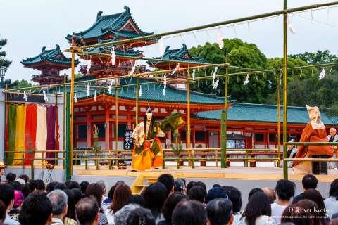 The stage of Takigi Nō at Heian Shrine.
