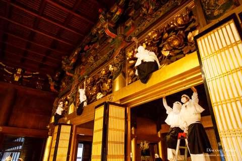 Every nook and cranny is cleaned during the Osusuharai at Nishi Hongan-ji.