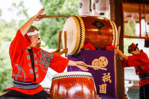 Taiko drum performance during the Hanagasa Junkō at Yasaka shrine.