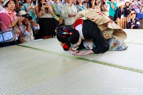 A model's hair styled in the sakko design during the Kushi Matsuri at Yasui Konpiragū.